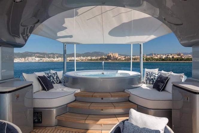 KISS Yacht - Sun deck with Jacuzzi