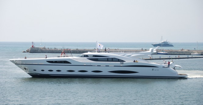 Luxury yacht AB 145 - side view
