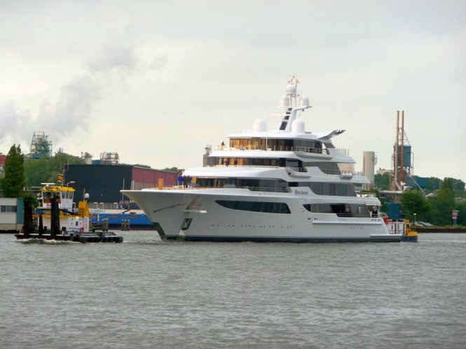 Royal Romance superyacht passing the Amsterdam IJ lake - Photo by Feadship Fanclub and Hanco Bol