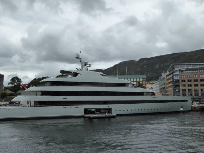 Superyacht SAVANNAH - Photo by Feadship Fanclub and Murky