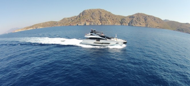 Striking Sunseeker 86 Yacht underway