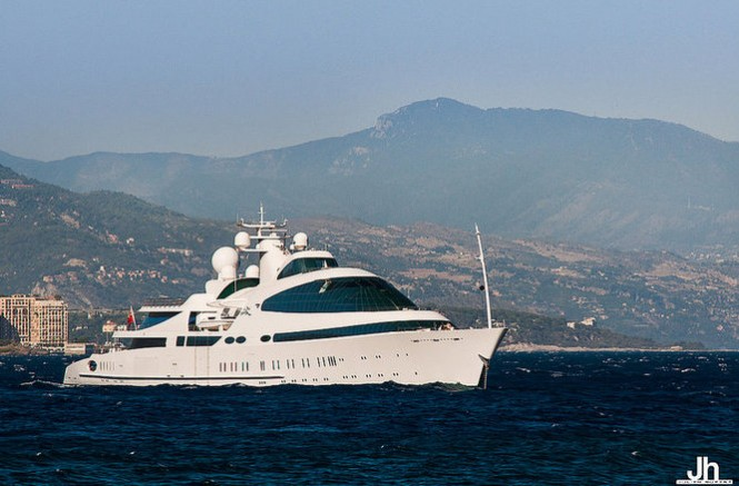 Super yacht YAS - Photo by Julien Hubert