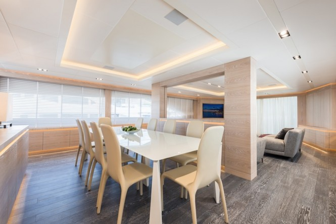 AB145 yacht - Dining