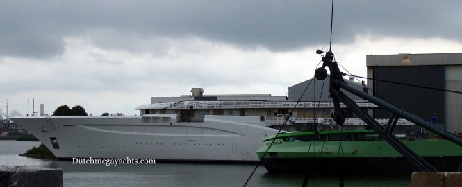 Feadship mega yacht BN694 hull -side view - Photo by Dutchmegayachts