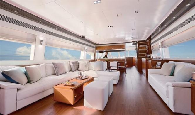 Horizon luxury yacht E88 open flybridge - Saloon