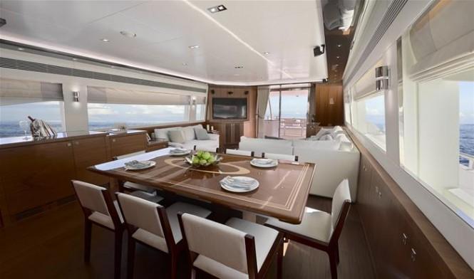 Horizon super yacht E88 open flybridge - Dining