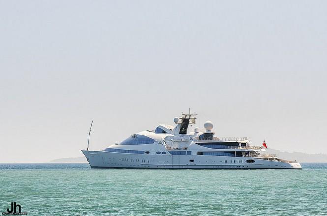 Luxury motor yacht YAS underway - Photo by Julien Hubert