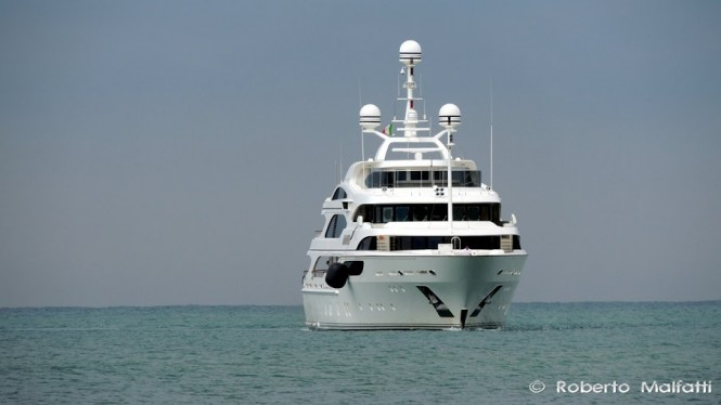 Luxury yacht ANNAEVA - front view - Photo by Roberto Malfatti