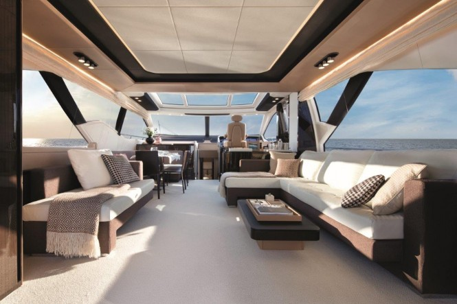 Luxury yacht Azimut 77S - Salon (Closed Hard Top)