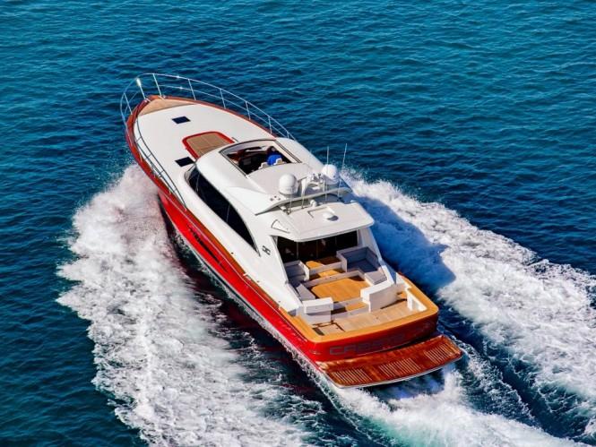 Luxury yacht Cresta 70 from above