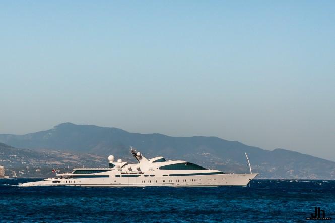 Luxury yacht YAS underway - Photo by Julien Hubert