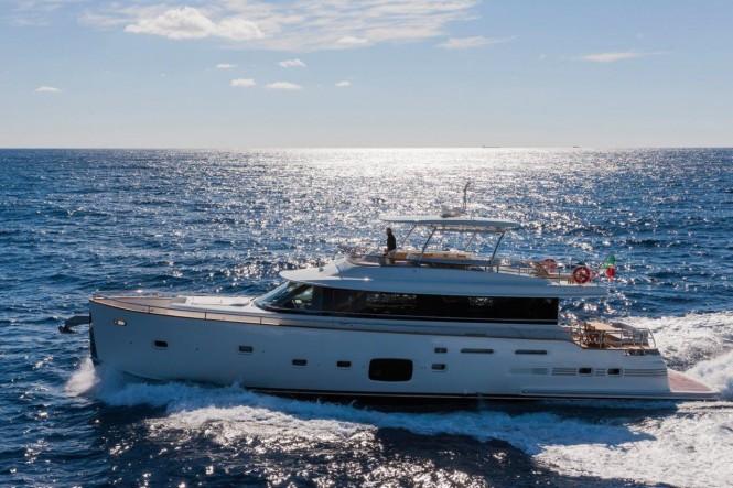 Magellano 76 Yacht Running
