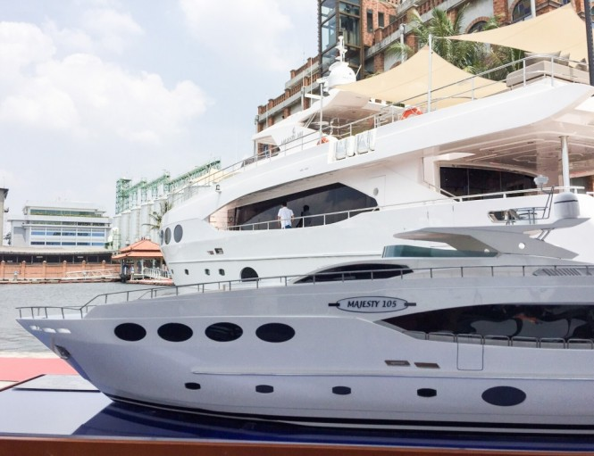 Majesty 105 Yacht scale model and Majesty 105 superyacht