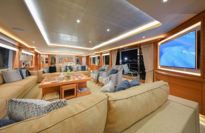 Majesty 135 Superyacht - Main Saloon