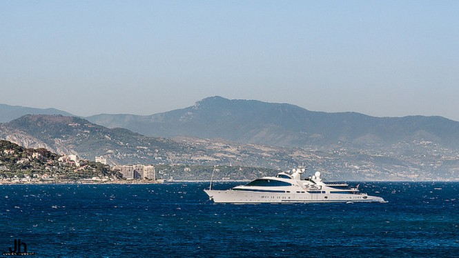 YAS Yacht - Photo by Julien Hubert