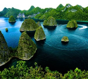Extraordinary 2016 SOLAR ECLIPSE YACHT CHARTER opportunity aboard Explorer Yacht SALILA in INDONESIA