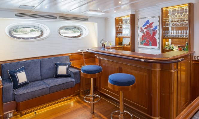 Luxury yacht ATALANTE - Bar - Photo by Silken