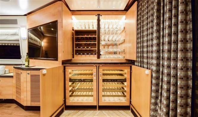 Second Horizon E88 superyacht - Glass and bottle storage cabinet