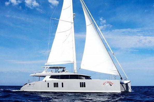 19th HOLE Yacht under sail