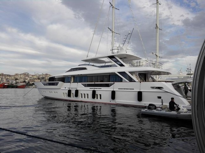 Luxury yacht REM on the water - Photo credit to Tufan Avsar
