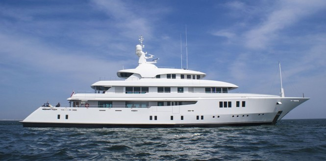 MERIDIAN superyacht - side view