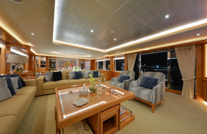 Majesty 135 Yacht - Main Saloon