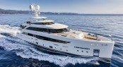 Mondomarine SF40 Yacht SERENITY underway