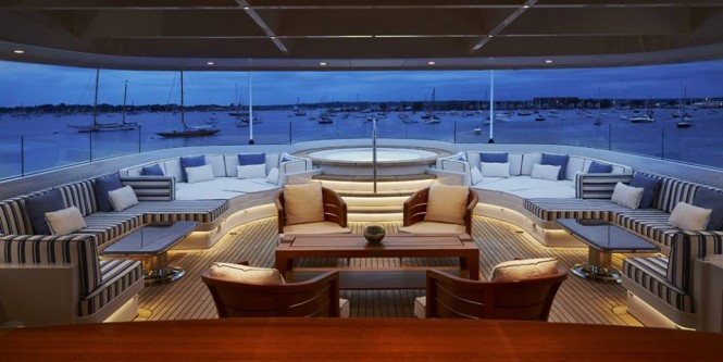 ROCK.IT superyacht - skylight in the sundeck canopy - Photo by Feadship Fanclub
