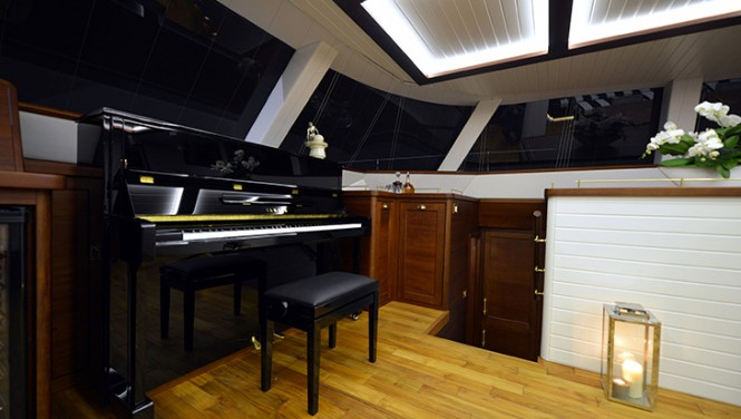 Sailing yacht LUCY Z - Saloon - Acoustic Yamaha piano