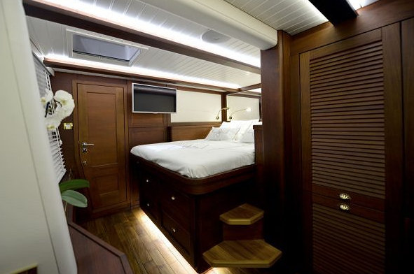 Sailing yacht Lucy Z - Cabin
