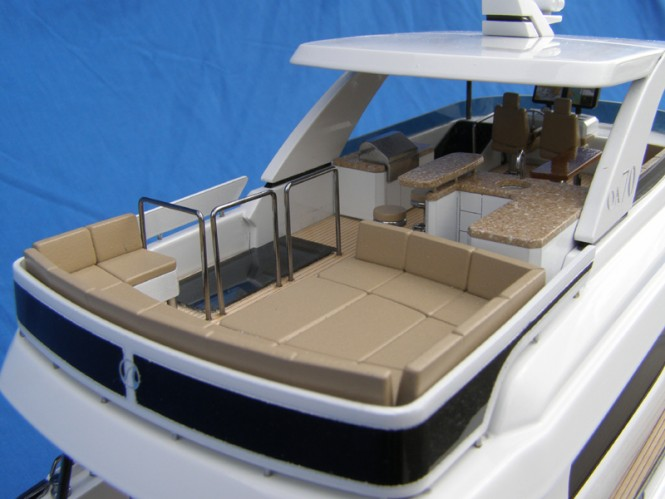 Scale model of luxury yacht 70E by Ocean Alexander - Exterior