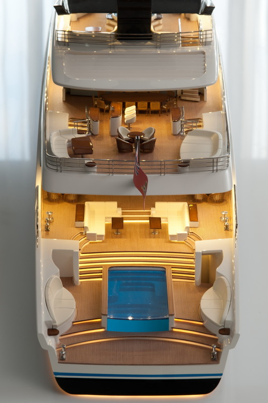 DART80 - aft view - decks - Photo by Hans Westerink