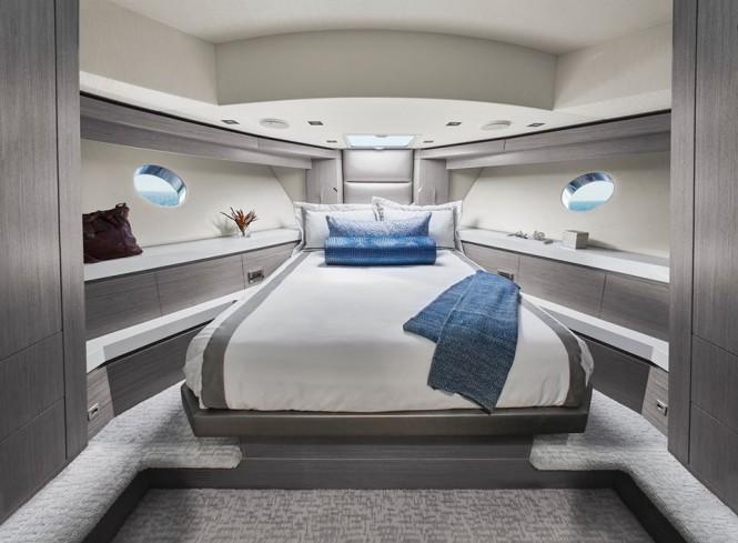 Hatteras 70 - VIP Suite