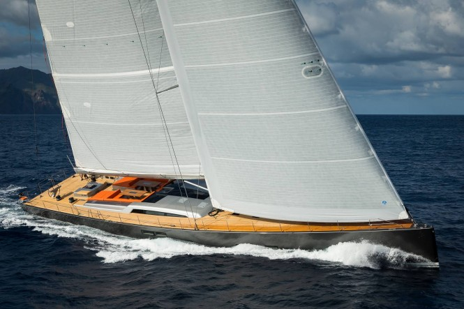 Luxury yacht NIKATA at full speed - Photo by Guido Cantini