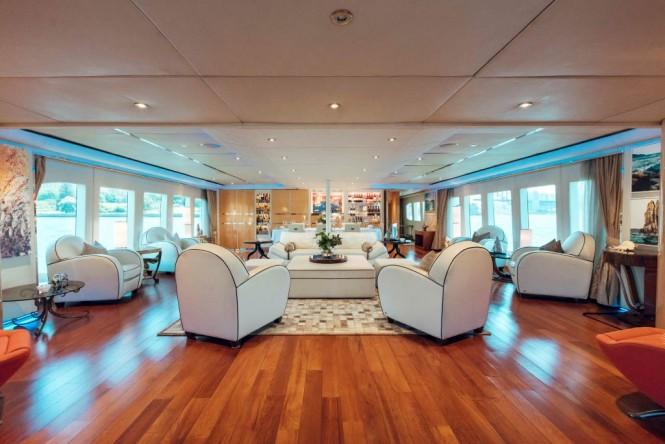 TANGO yacht - saloon