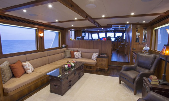 Outer Reef 820 CPMY - Saloon