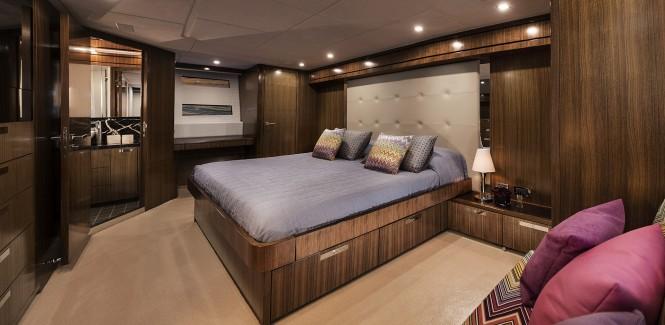 77 Enclosed Flybridge - Master stateroom