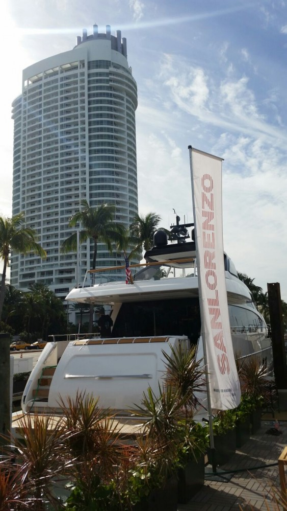 Sanlorenzo SL86 in Miami - aft view