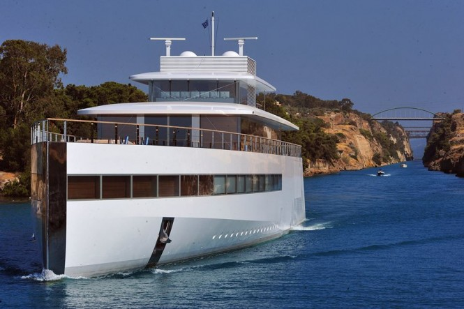 Venus passing through Corinth Canal - Photo by GreekReporter.com and Feadship Fanclub