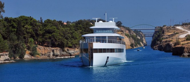 Venus underway - Photo by GreekReporter.com and Feadship Fanclub