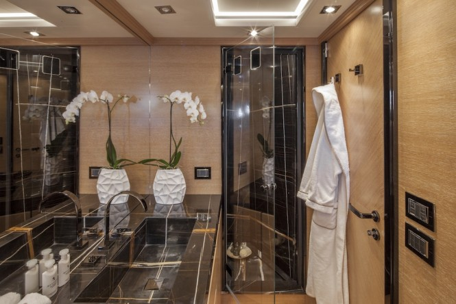 EIGHT - VIP bathroom
