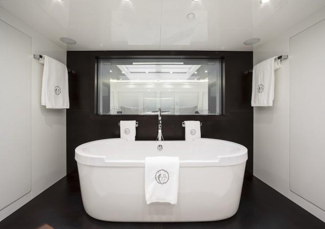 Owner Bathroom ©Guillaume Plisson