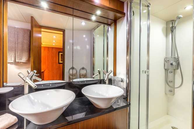 Octavia - Master Bathroom