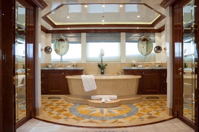 ST DAVID - owner bathroom