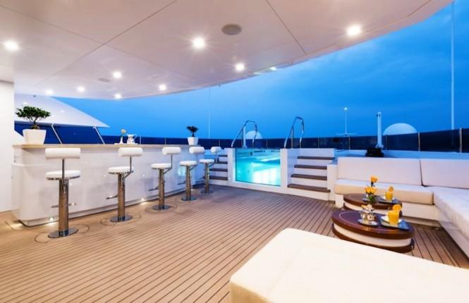 Superyacht IRIMARI - Jacuzzi and bar