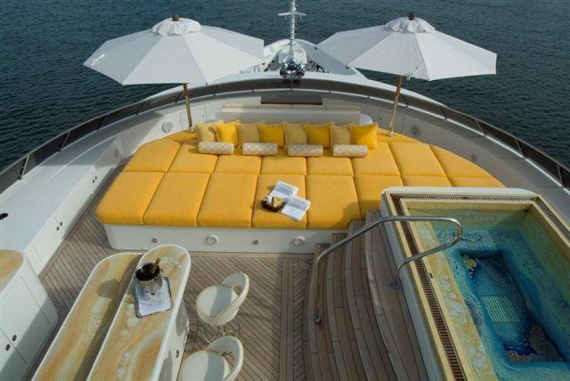 Superyacht UNBRIDLED - Sundeck