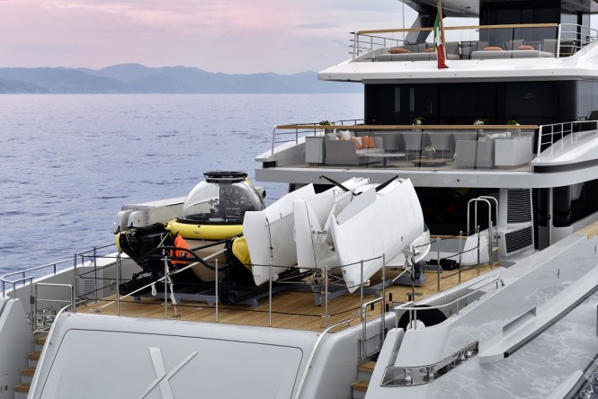 Expedition yacht X - Vehicles stored on aft main deck