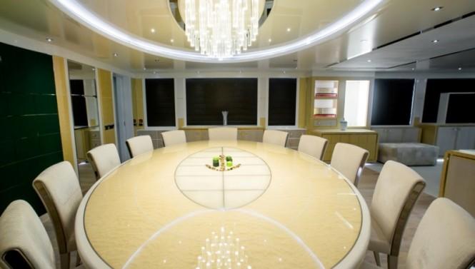 Luxury yacht JADE 959 - Internal dining area