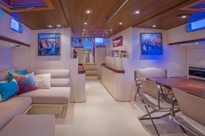 Sailing yacht JUPITER - Main salon and dining area