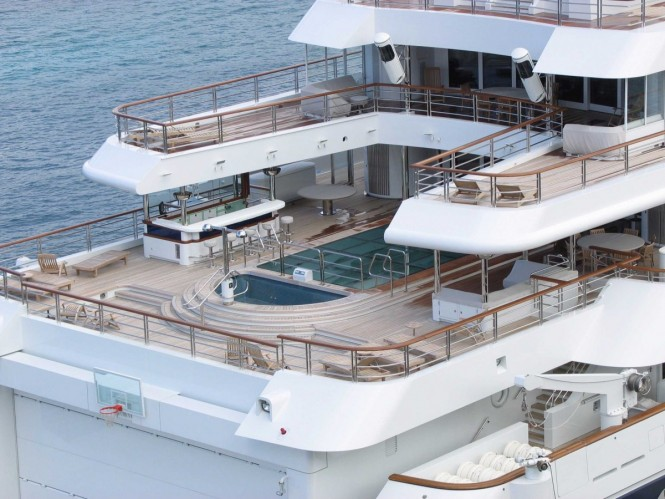 Yacht Octopus aft deck and pool — Luxury Yacht Charter ...